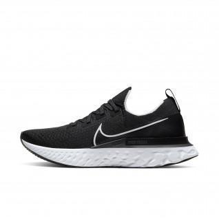 Nike Epic Pro React Flyknit Schoenen